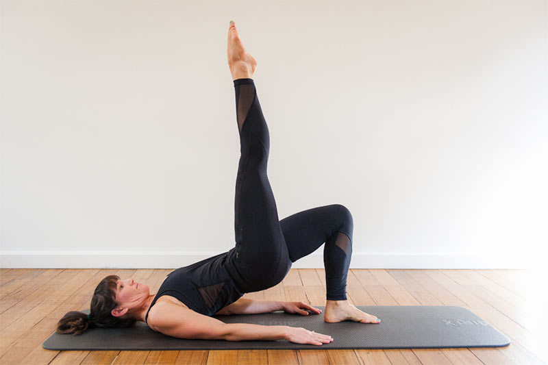 what is pilates pose on floor mat